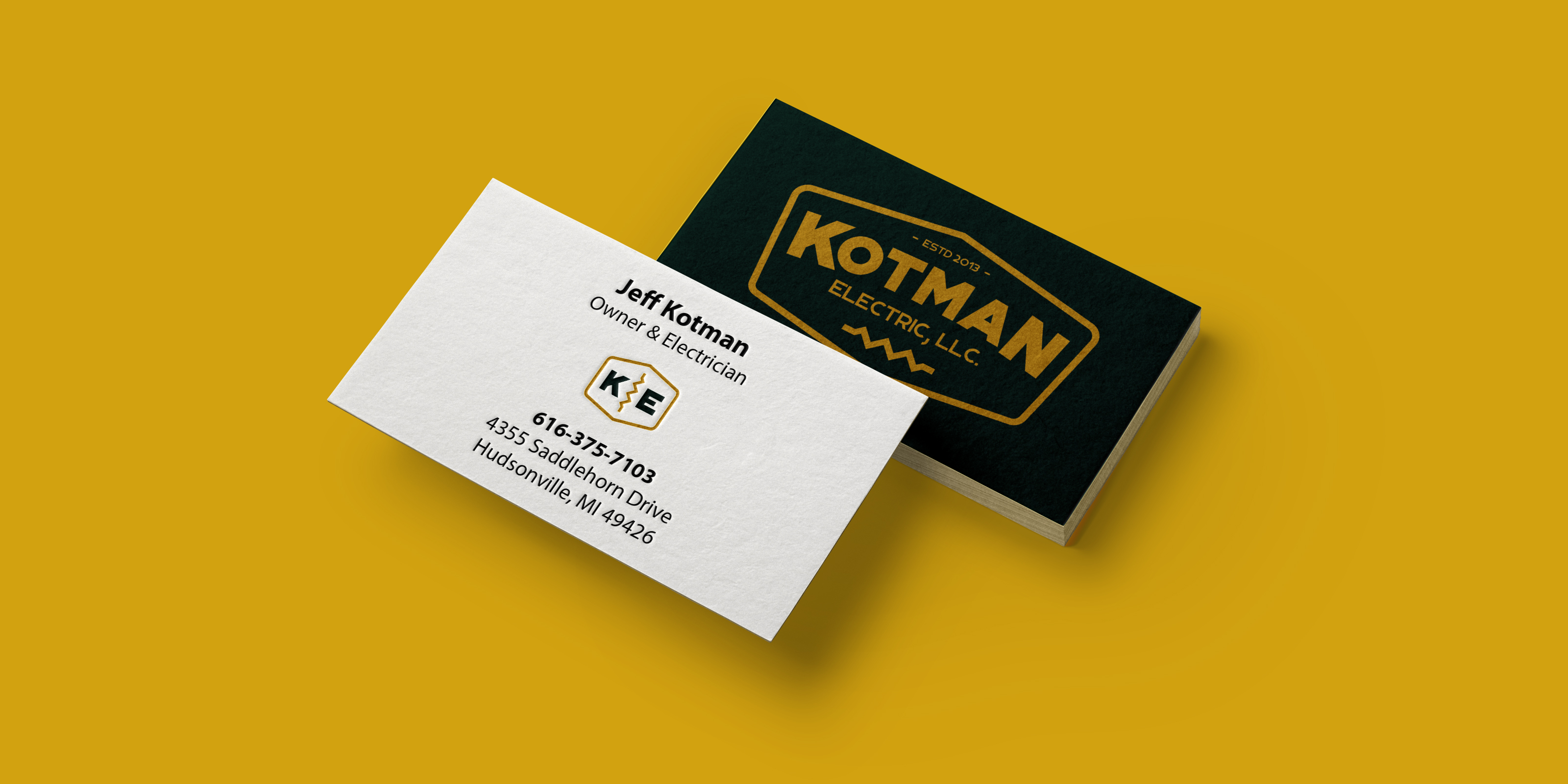 4 Reasons Successful People Still Carry Business Cards